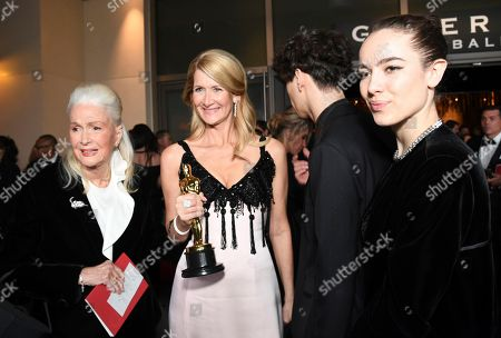 "Laura Dern, Diane Ladd, Ellery Harper, Jaya Harper. Diane Ladd, from left, Laura Dern, winner of the award for best actress in a supporting role for ""Marriage Story"", Ellery Harper and Jaya Harper attend the Governors Ball after the Oscars, at the Dolby Theatre in Los Angeles. Looking on at left is Diane Ladd"
