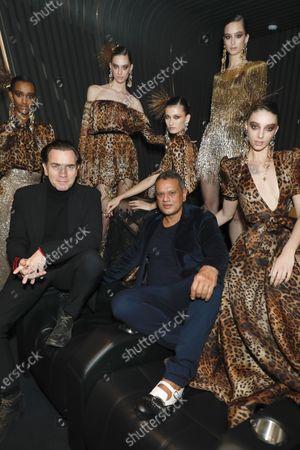 Ewan McGregor, Naeem Khan and models backstage