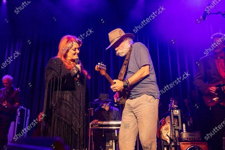 Stock Photo of Wynonna Judd, Bob Weir