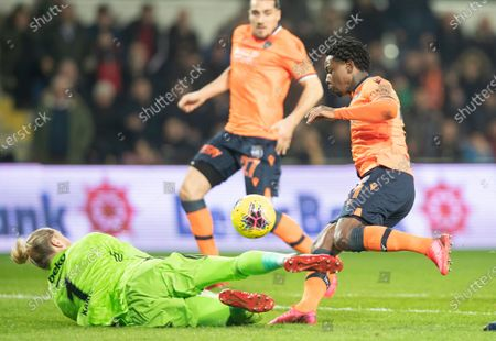 Besiktas' goalkeeper Loris Karius (L) in action against Basaksehir's Eljero Elia (R) at the Turkish Super League match between Basaksehir and Besiktas in Istanbul, Turkey, 14 February 2020.