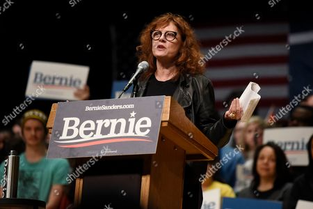Stock Image of Actress Susan Sarandon speaks at a campaign rally for Democratic presidential candidate U.S. Sen. Bernie Sanders, I-Vt., in Charlotte, N.C