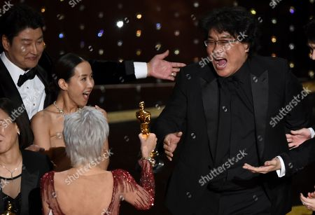 "Bong Joon Ho, Jane Fonda, Kang-Ho Song, Kwak Sin Ae. Bong Joon Ho, right, reacts as he is presented with the award for best picture for ""Parasite"" from presenter Jane Fonda at the Oscars, at the Dolby Theatre in Los Angeles. Looking on from left are Kang-Ho Song and Kwak Sin Ae"