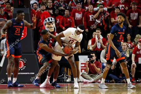 Illinois guard Da'Monte Williams (20) and Rutgers forward Shaq Carter (13) battle for the ball during the first half of an NCAA college basketball game, in Piscataway, N.J. Rutgers won 72-57