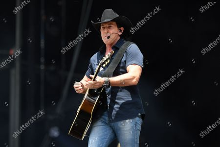 Lee Kernaghan performs during the Fire Fight Australia bushfire relief concert at ANZ Stadium in Sydney, Australia, 16 February 2020.