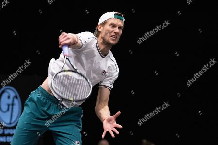 Andreas Seppi, of Italy, serves to Kyle Edmund, of Britain, in the final of the New York Open tennis tournament in Uniondale, N.Y