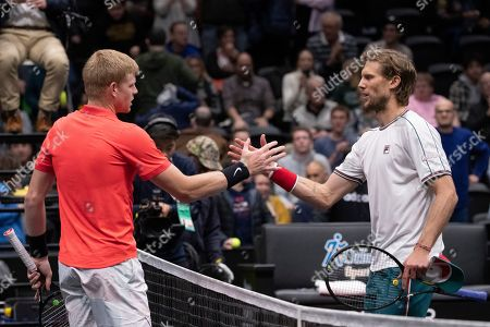 Kyle Edmund, left, of Britain, shakes hands with Andreas Seppi, of Italy, after Edmund's 7-5, 6-1 win in the final of the New York Open tennis tournament, in Uniondale, N.Y