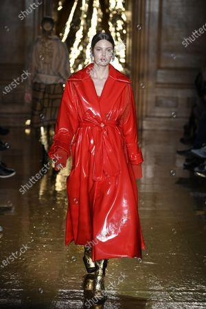 Lindsey Wixson on the catwalk