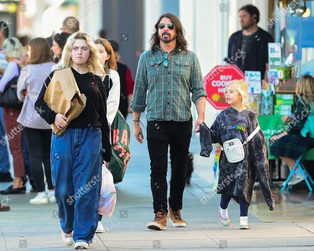 Violet Grohl, Dave Grohl and Ophelia Saint Grohl