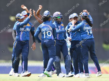 Sri Lanka players celebrate the dismissal of Katherine Brunt of England during the WT20 World Cup warm up match between England Women and Sri Lanka Women at Karen Rolton Oval in Adelaide, Australia, 18 February 2020.