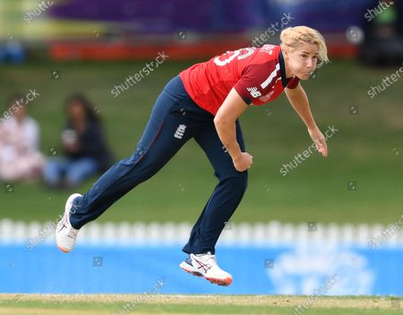 Katherine Brunt of England in action during the WT20 World Cup warm up match between England Women and Sri Lanka Women at Karen Rolton Oval in Adelaide, Australia, 18 February 2020.