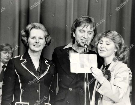 Margaret Thatcher Pm 1979 Conservative Trade Unions Conference And Rally At Wembley Conference Centre. All The Raz A Mataz Of An American Election Campaign At Wembley As Maggie Sings With Show Biz Artists Lulu Vince Hill Peter Murry Nigel Davenport And Liz Frazer