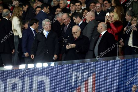 (L-R) Madrid's Major Jose Luis MArtinez-Almeida ; Spanish king Emeritus Juan Carlos I and the President of Atletico de Madrid, Enrique Cerezo, attend the UEFA Champions League round of 16 first leg match between Atletico de Madrid and Liverpool FC at Wanda Metropolitano in Madrid, Spain, 18 February 2020.