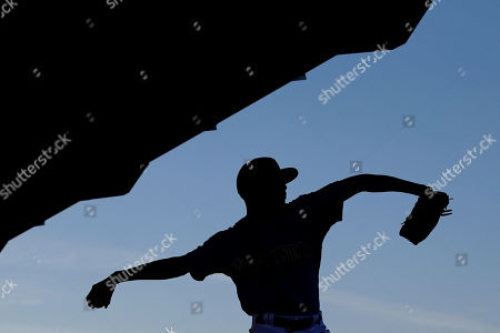 Seattle Mariners pitcher Carl Edwards Jr. throws during baseball spring training, in Peoria, Ariz