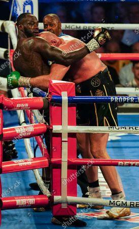 Tyson Fury   beats  Deontay Wilder by TKO in 7th Round