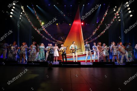 Stock Image of Jimmy Buffett onstage with the cast of 'Escape to Margaritaville'