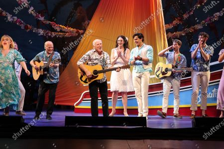 Jimmy Buffett onstage with the cast of 'Escape to Margaritaville'