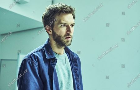 Guy Burnet as Tom Hatfield