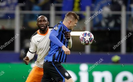 Atalanta's Josip Ilicic, front, duels for the ball with Valencia's Eliaquim Mangala during the Champions League round of 16, first leg, soccer match between Atalanta and Valencia at the San Siro stadium in Milan, Italy