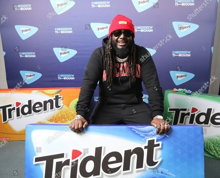 """T-Pain and TRIDENT® Gum surprised Chicagoans with a special performance outside one of the busiest train stations in the city to help them 'Chew Through' their commute, as the singer performed his hits and debuted his newest single """"Get Up,"""" on in Chicago"""