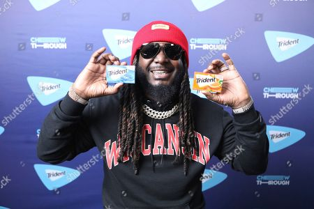 """T-Pain and TRIDENT® Gum surprised Chicagoans with a special performance outside one of the busiest train stations in the city to help them 'Chew Through' their commute, as the singer performed his hits and debuted his newest single """"Get Up,"""", in Chicago"""