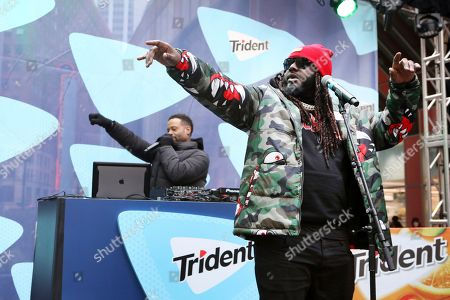 """Stock Picture of T-Pain and TRIDENT® Gum surprised Chicagoans with a special performance outside one of the busiest train stations in the city to help them 'Chew Through' their commute, as the singer performed his hits and debuted his newest single """"Get Up,"""", in Chicago"""