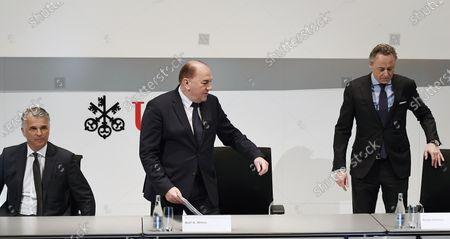 (L-R) Sergio Ermotti, CEO of Swiss Bank UBS, Axel Weber, Chairman of the Board of Directors of UBS and Ralph Hamers, future CEO of Swiss Bank UBS, during a press conference in Zurich, Switzerland, 20 February 2020. Dutchman Ralph Hamers will replace Sergio Ermotti, who is still UBS boss, on November 1, 2020.
