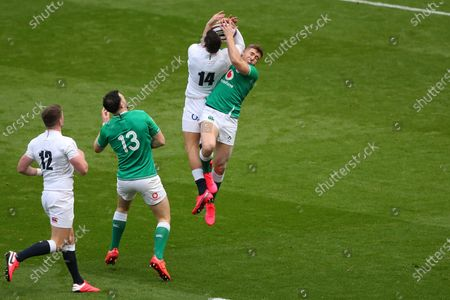 Jonny May of England catches the ball before Jordan Larmour of Ireland during Guinness Six Nations between England and Ireland at Twickenham  Stadium , London, England on 23 February   (Photo by Mitchell Gunn/Espa-Images)