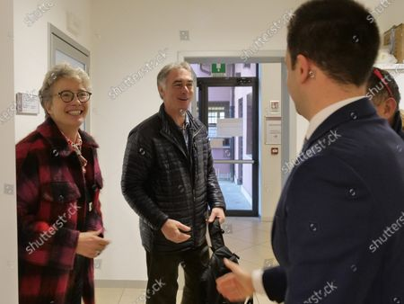 Actress Emma Thompson and her husband Greg Wise showed up at the municipal office to register their residence in the Municipality of Venice. The two actors signed the documents in the presence of the municipal councilor Simone Venturini