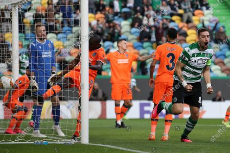 Sporting CP Sebastian Coates (R) celebrates after scoring a goal against Istanbul Basaksehir during the UEFA Europa League round of 32, 1st leg soccer match at Alvalade Stadium in Lisbon, Portugal, 20 February 2020.