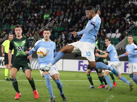 Malmoe's Isaac Kiese Thelin (R) during the UEFA Europa League round of 32, first leg soccer match between VfL Wolfsburg and Malmoe FF in Wolfsburg, Germany, 20 February 2020.