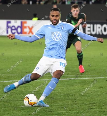 Malmoe's Isaac Kiese Thelin scores the opening goal from the penalty spot during the UEFA Europa League round of 32, first leg soccer match between VfL Wolfsburg and Malmoe FF in Wolfsburg, Germany, 20 February 2020.