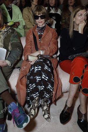 Anna Wintour in the front row