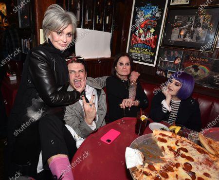 Sharon Osbourne, Kelly Osbourne, Ozzy Osbourne