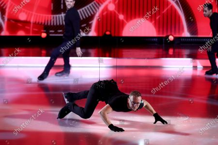 Movie Medley - Dan Whiston and professional skaters