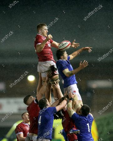 Ben Carter of Wales takes line out ball