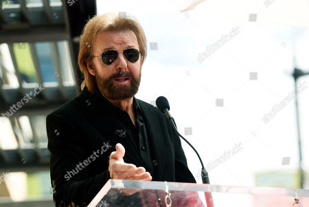Guest speaker Ronnie Dunn addresses the crowd during a ceremony to award talk show host Dr. Phil McGraw a star on the Hollywood Walk of Fame, in Los Angeles