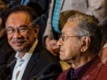 Malaysian Prime Minister Mahathir Mohamad (R) and prime minister in-waiting Anwar Ibrahim at a press conference after the Pakatan Harapan presidential council meeting in Putrajaya, Malaysia, late 21 February 2020 (issued 22 February 2020). Mahathir said its up to him to decide when to step down as prime minister after Pakatan Harapan presidential council made a unanimous decision to allow him to set the date.