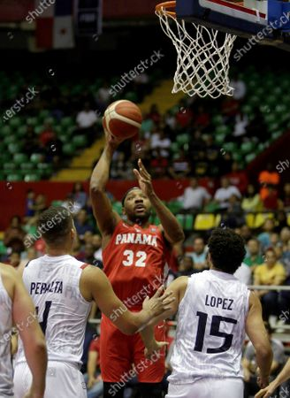 Javier Carter (C) of Panama shoots between Adolfo Lopez (R) and Gabriel Peralta (L) of Paraguay during the FIBA qualifying tournament for the AmeriCup 2021, at the Roberto Duran Arena in Panama City, Panama, 21 February 2020.