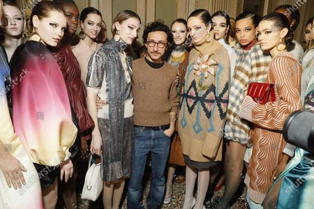 Marco De Vincenzo and models backstage