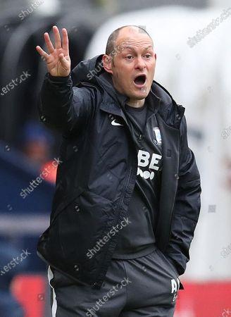22nd February 2020; Deepdale Stadium, Preston, Lancashire, England; English Championship Football, Preston North End versus Hull City; Preston North End manager Alex Neill urges on his players