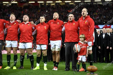 Josh Adams, Wyn Jones, Gareth Davies, Ross Moriarty, Ken Owens, Alun Wyn Jones and mascot during the anthems.