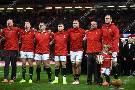 George North, Josh Adams, Wyn Jones, Gareth Davies, Ross Moriarty, Ken Owens, Alun Wyn Jones and mascot during the anthems.