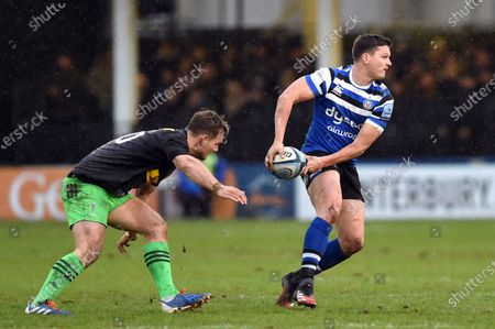 Stock Photo of Freddie Burns of Bath Rugby looks to pass the ball