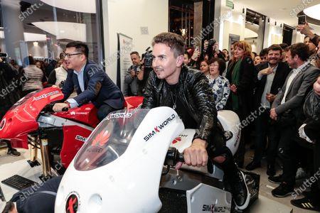 Jorge Lorenzo rides a Huawei motorcycle simulator