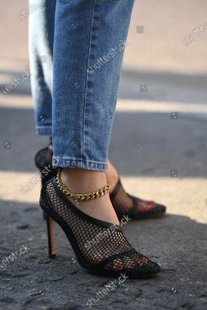 Doina Ciobanu, shoe detail