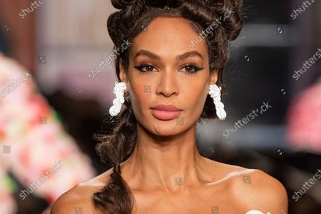 Joan Smalls on the catwalk, jewellery detail