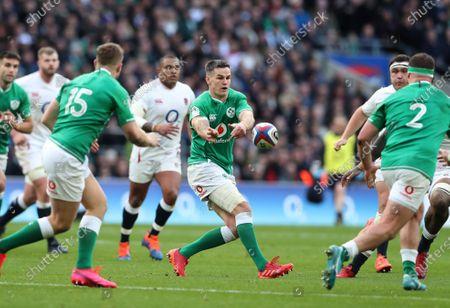 Jonny Sexton of Ireland passes the ball