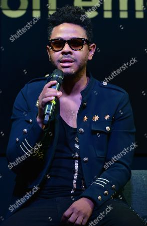 Kalimba performs on stage as part of his album launch 'Somos Muchos y Venimos Todos'