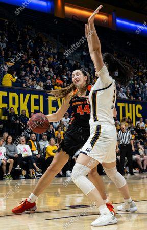 Berkeley, CA U.S.A. Oregon State Beavers forward Taylor Jones (44) drives to the hoop during the NCAA Women's Basketball game between Oregon State Beavers and the California Golden Bears 76-63 win at Hass Pavilion Berkeley Calif. Thurman James / CSM