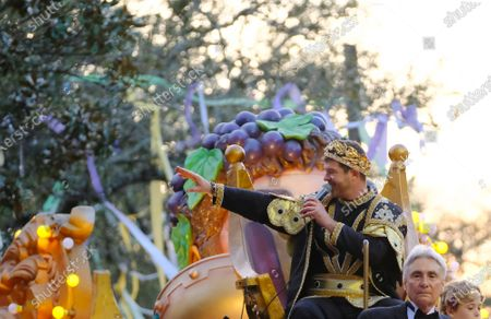 Stock Image of Singer Robin Thicke waves to the crowd as the king of the Krewe of Bacchus during Mardi Gras celebrations in New Orleans, Louisiana, USA, 23 February 2020.